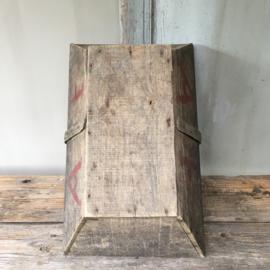 OV20110523 Oude Franse houten druivenplukmand in prachtige staat! Afmeting: 14 cm. hoog / 48 cm. lang / 30,5 breed.