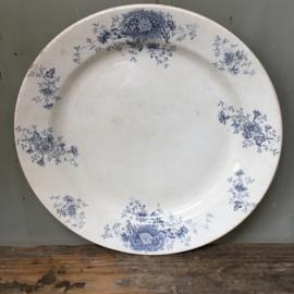"""AW20110528 Set van 3 antieke borden met oud blauw bloemmotief stempel - Société Céramique Maestricht """"Augusta"""" -  periode: 1895-1900 in prachtige staat! Afmeting: 33 cm. doorsnede (grote bord) en  30,5 cm. (2 kleinere borden)"""