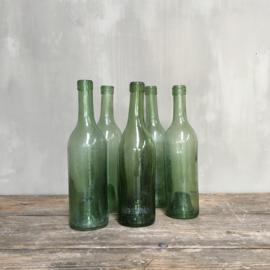 """OV20110673 Set van 5 oude Franse mondgeblazen wijnflessen met """"de ziel in de fles"""" in  prachtig lichtgroene kleur en staat! Afmeting: 30 cm. hoog / 8 cm. doorsnede."""
