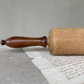 OV20110753 Oude houten Franse deegroller prachtige doorleefd.....en in mooie staat! Afmeting: 50 cm. lang  /  7 cm. doorsnede