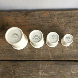 AW20110600 Set van 4 oude zalfpotjes - Société Céramique Maastricht periode: 1863-1958 in prachtige staat! Afmeting: 90 gr. : 7 cm. H/6 cm. doorsnede 45 gr.: 6 cm. H/5 cm. doorsnede 30 gr: 5 cm. hoog/4 cm.doorsnede / 15 gr: 4 cm. H. doorsnede:3,5 cm.
