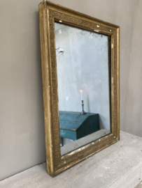 OV20110748 Antique French mirror with beautiful decoration on a wooden frame and with the original weathered mirror. Period: 19th century. In beautiful condition! Size: 64.5 cm high / 47.5 wide / 4 cm. thick. Pick up is preferred, shipping on request.
