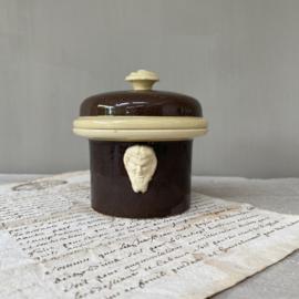 AW20110376 Eind 19de eeuwse Franse patépot in diep donkerbruin en zachtgeel maat: 12 in perfecte staat! Afmeting: 7,5 cm. hoog / 10 cm. doorsnede.