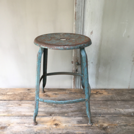 OV20110467 Tough old metal studio stool from Paris. Beautiful blue patina in very beautiful condition! Dimensions: 55 cm. high / 37.5 cm. section. Pickup only.