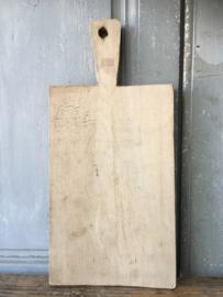 OV20110598 Oud Frans broodplankje in prachtige staat! Afmeting: 29 cm. hoog / 18,5 cm. breed / 2 cm. dik