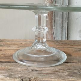 OV20110550 Oud glazen Belgisch taartplateau afkomstig uit een patisserie winkel. Periode: jaren '60  in prachtige staat! Afmeting: 12 cm. hoog / 33 cm. doorsnede.