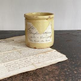 AW20110898 Antieke handgemaakte Franse Novia confiture potje geel geglazuurd merkteken N.V.  met nog deels de originele labels!  In perfecte staat! Afmeting: 10 cm. hoog / 9 cm. doorsnede