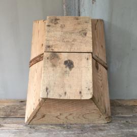 OV20110533 Grote oude Franse plukmand in prachtige staat! Afmeting: 50 cm. lang / 17 cm. hoog ( tot hengsel) /  36 cm. breed.