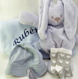 Katoenen babydeken met  knuffel en mutsje