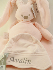 Cotton blanket with cuddly rabbit and  baby hat