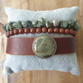 Set met leger groen met bruine armbanden