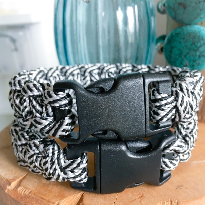 Black and white paracord