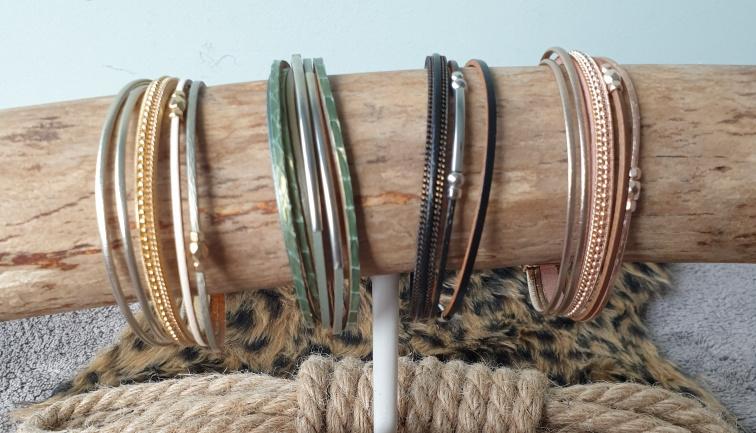 Speels armbandje met magneetsluiting in div. kleuren