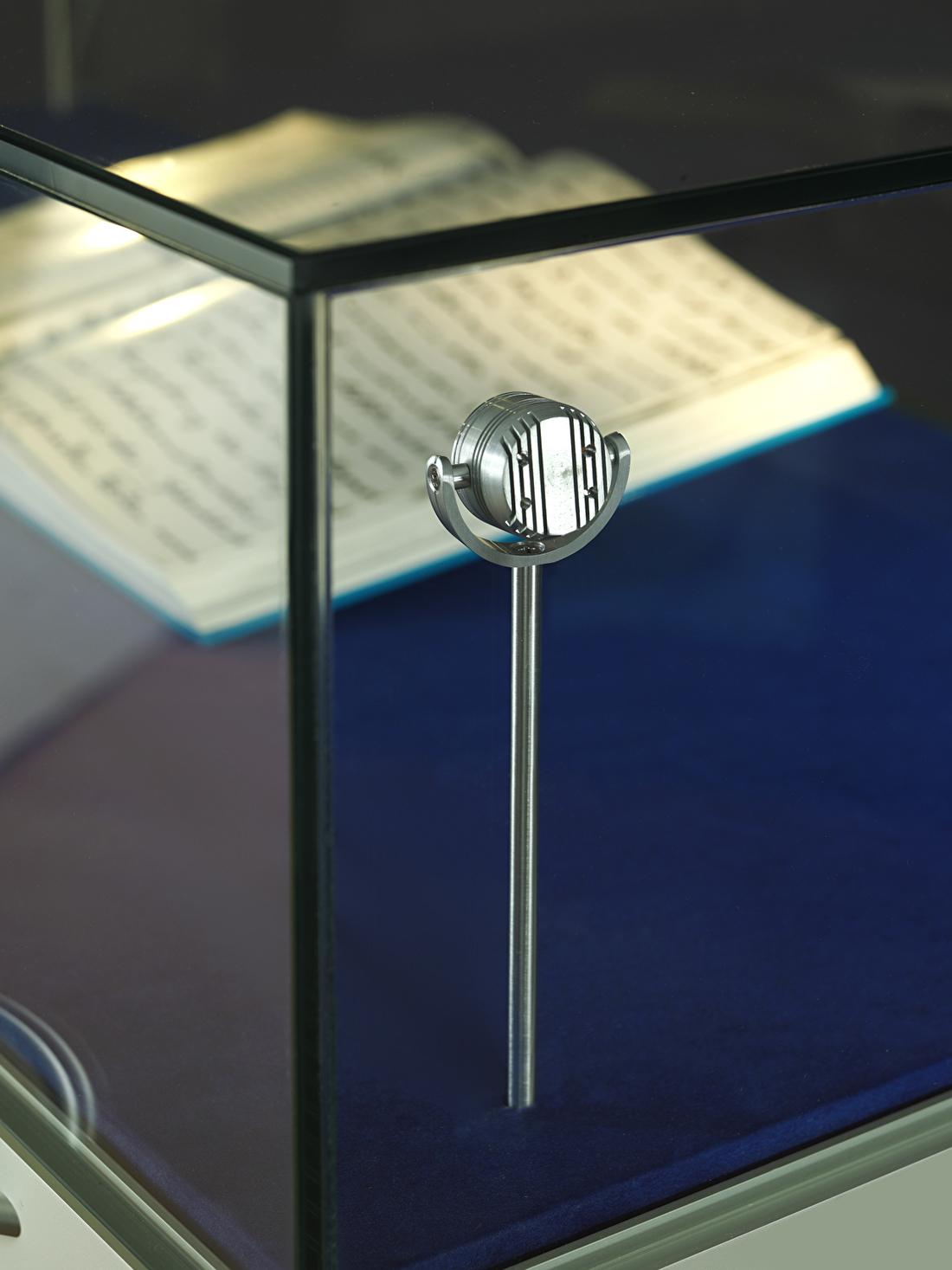 LED-pendelspot-2.5-warmwit-achter-glas.jpg