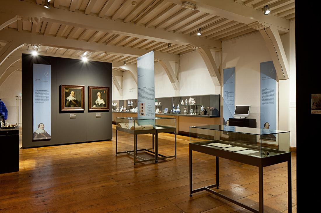 Vitrines museum prinsenhof (2).jpg