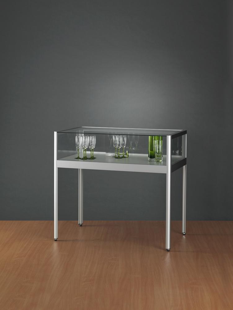 tafel-vitrine-1000-600-920-tech-voorrzijde-TAV-schuifdeuren.jpg