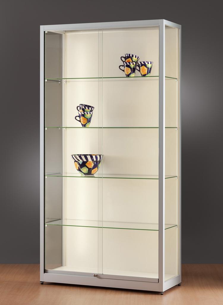vitrine-glas-ledstrips-1000-400-1972-tech-311-houten-achterwand-schuifdeuren-voorkant.jpg