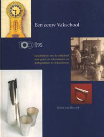 Een eeuw vakschool 1895-1995 -  Geschiedenis van de vakschool voor goud- en zilversmeden en horlogemakers in Schoonhoven