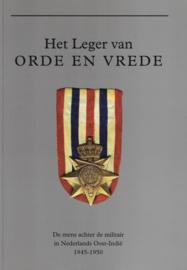 Het leger van Orde en vrede (2e-hands)