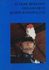 45 jaar bereden ere-escorte Korps Rijkspolitie