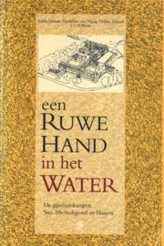 Een ruwe hand in het water