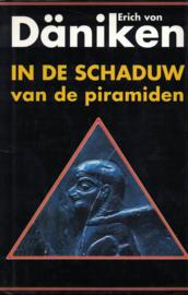 In de schaduw van de piramiden