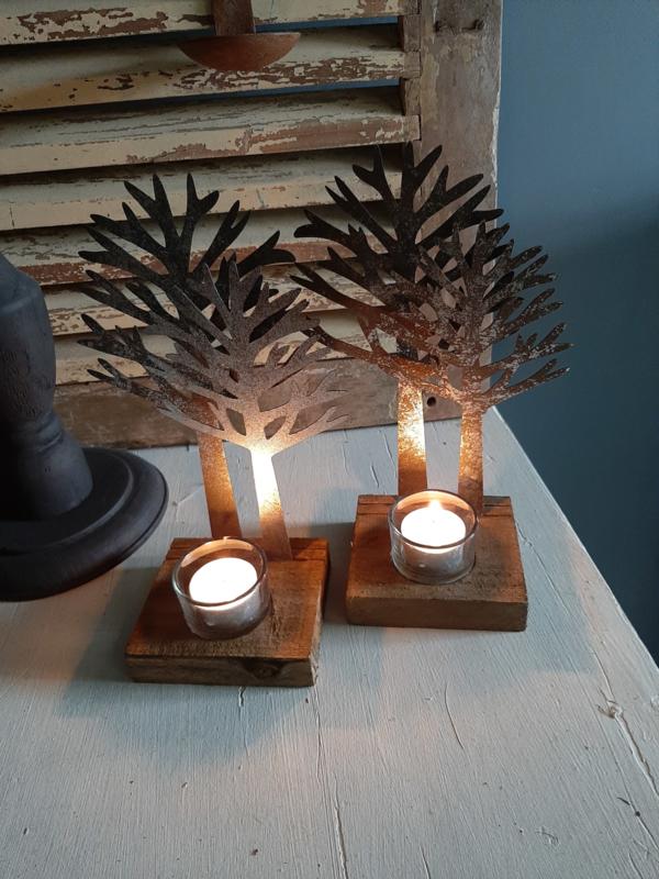 kerstboom op hout met waxine glaasje