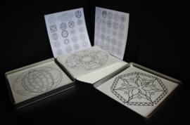 42 Mandala's (20x20 cm) om in te kleuren - in metalen doos