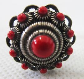 ZKR304-R Zeeuwse knop ring bolletjesrand en rode emaille ZKR304-R doorsnede ong. 2 cm, verstelbaar, een maat