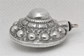 Zeeuws Meisje- grote ashanger echt zilver Zeeuwse knop, met bijpassend echt zilveren kettinkje 40 cm lang