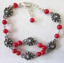 ZKA511 zeeuwse knopjes armband met natuurlijk koraal