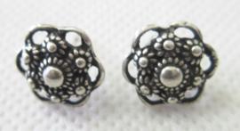 ZKO714 oorstekers zeeuws knopje oogjesrand zwaar verzilverd