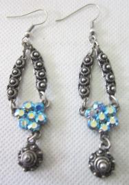 ZKO709 oorhangers zeeuws knopje lang met echte swarovski stenen blauw