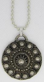 Zeeuwse knop verzilverd bloemvorm plat met bolletjesketting 40 cm ZKH622