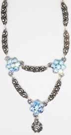 ZKC 707 collier zeeuwse knopjes en blauwe swarovski kristal