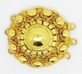ZB 010-G Vergulde grote Zeeuwse knop  met drie ogen aan beide zijden, vaak gebruikt als sluiting