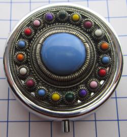ZKG437-MC4 pillendoosje zeeuwse knop zwaar verzilverd met blauwe en kleur emaille