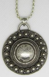 ZKH625 Zeeuwse knop hanger verzilverd, grote bol midden met knopjesrand aan ketting