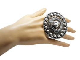 Zeer exlusieve supergrote ring Zeeuws knoop verzilverd, een maat verstelbaar