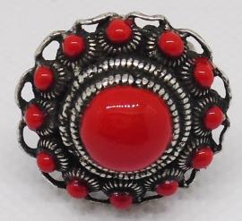 ZKR 303-R tamelijk grote Zeeuwse knop ring met oogjesrand en rode emaille