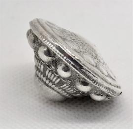 Zeeuws Meisje- grote ashanger echt zilver Zeeuwse knop, met bijpassend zilveren kettinkje 40 cm lang