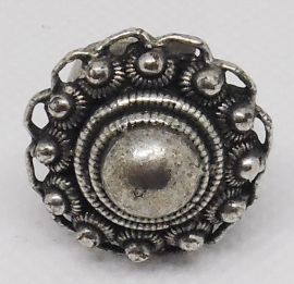 Zeeuwse knop ring verzilverd,tamelijk groot oogjesrand ZKR 303, een maat, buigzaam