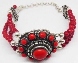 ZKA513-R  armband grote Zeeuwse knop rode emaille en natuurlijk koraal