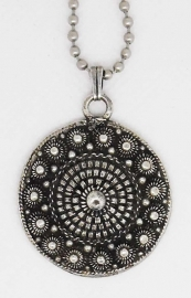 ZKH626 zeer mooie Zeeuwse knop ong 3 cm doorsnede met bolletjesketting verzilverd