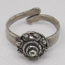 Zeeuwse knop ring 1 cm doorsnede bol ZKR 311, een maat, buigzaam