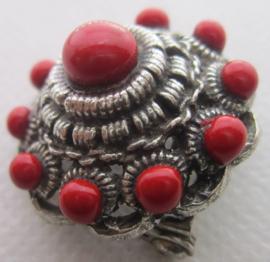 ZKB917-R Broche bolle zeeuwse knoop zwaar verzilverd ong 3 cm doorsnede met rode emaille