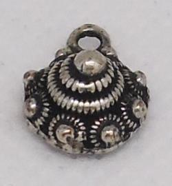ZB 001 zeeuws bol knoopje met een oogje, 1 cm doorsnede