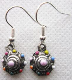 ZKO701-MC oorbellen met zeeuws knopje zwaar verzilverd en glanzende kleuren emaille.