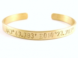 GPS Coordinates Bracelet Gold - blanco tekst