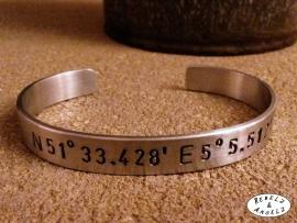 GPS Coordinates Bracelet Silver - zwarte tekst